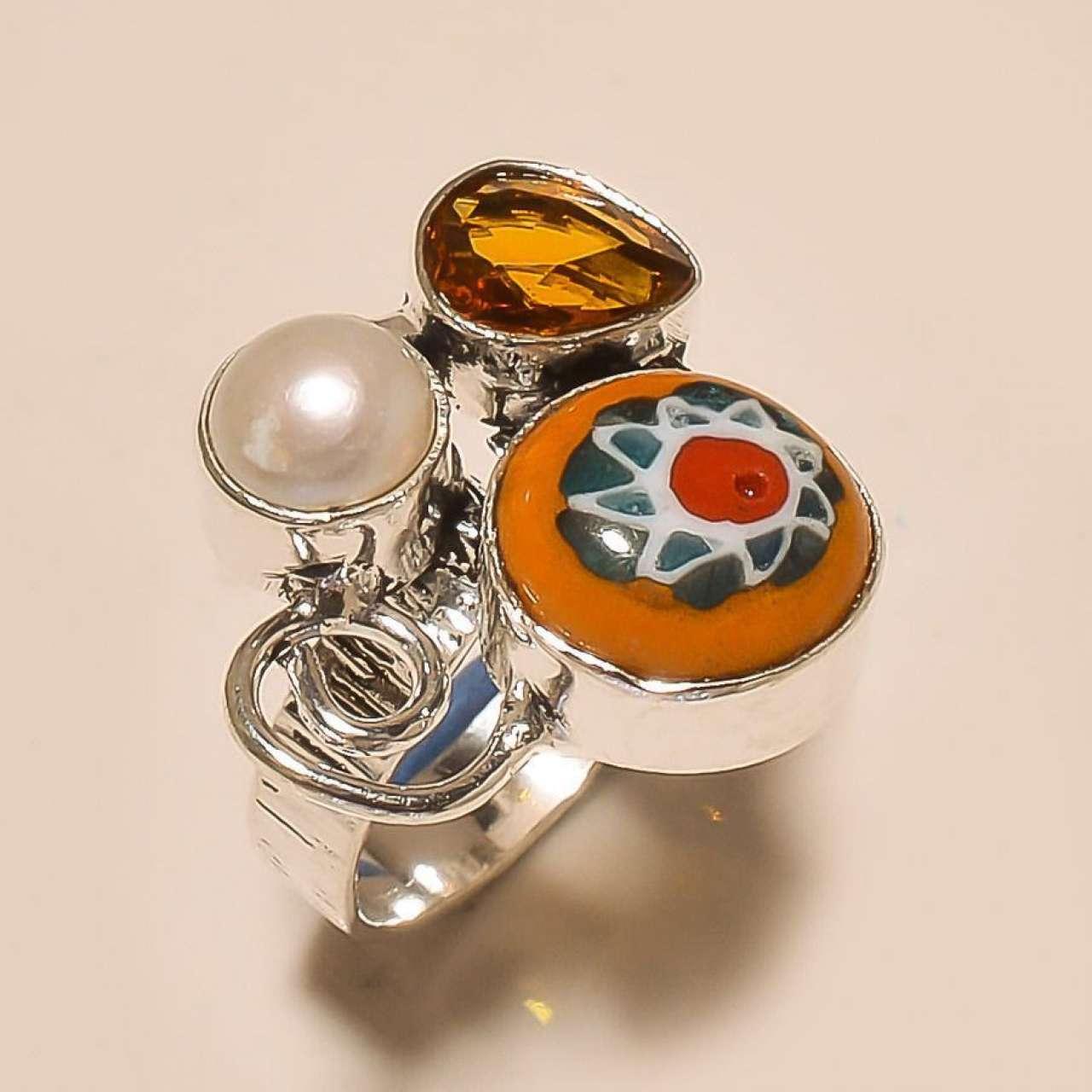 Кольцо с дихроическим стеклом, культивированным жемчугом и топазом